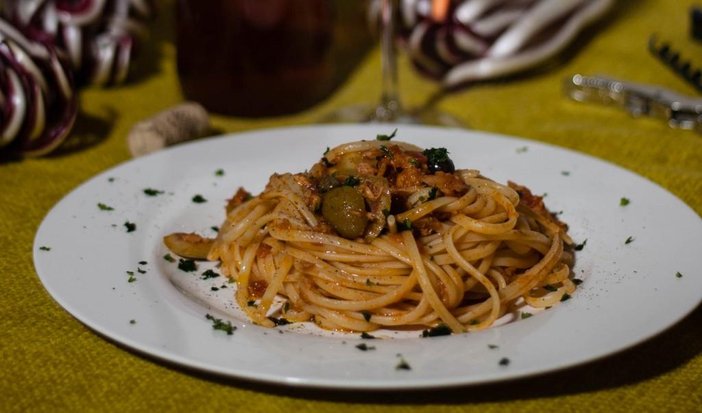 Spaghetto_tonno_capperi_olive